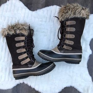 "Sorel ""Joan of Arctic"" brown boots Size 7"